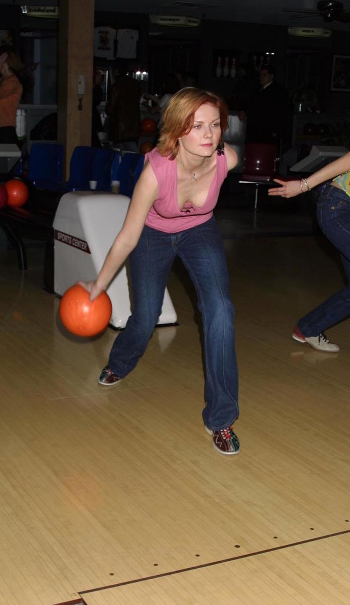 Kirsten Dunst bowling (older pics but downblouse)